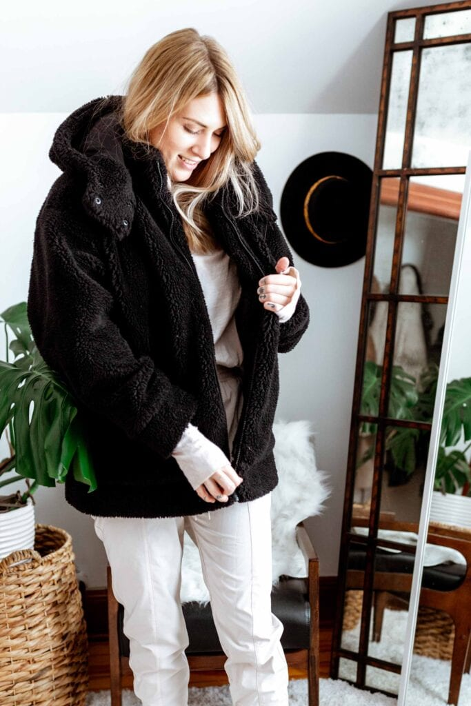 Staying warm + cute is totally possible. Follow the same rule as applying skincare -- add layers thinnest to thickest. Second-skin leggings, a long sleeve shirt w/ thumb holes, cuffed sweats & a good warm jacket. Ta-da!