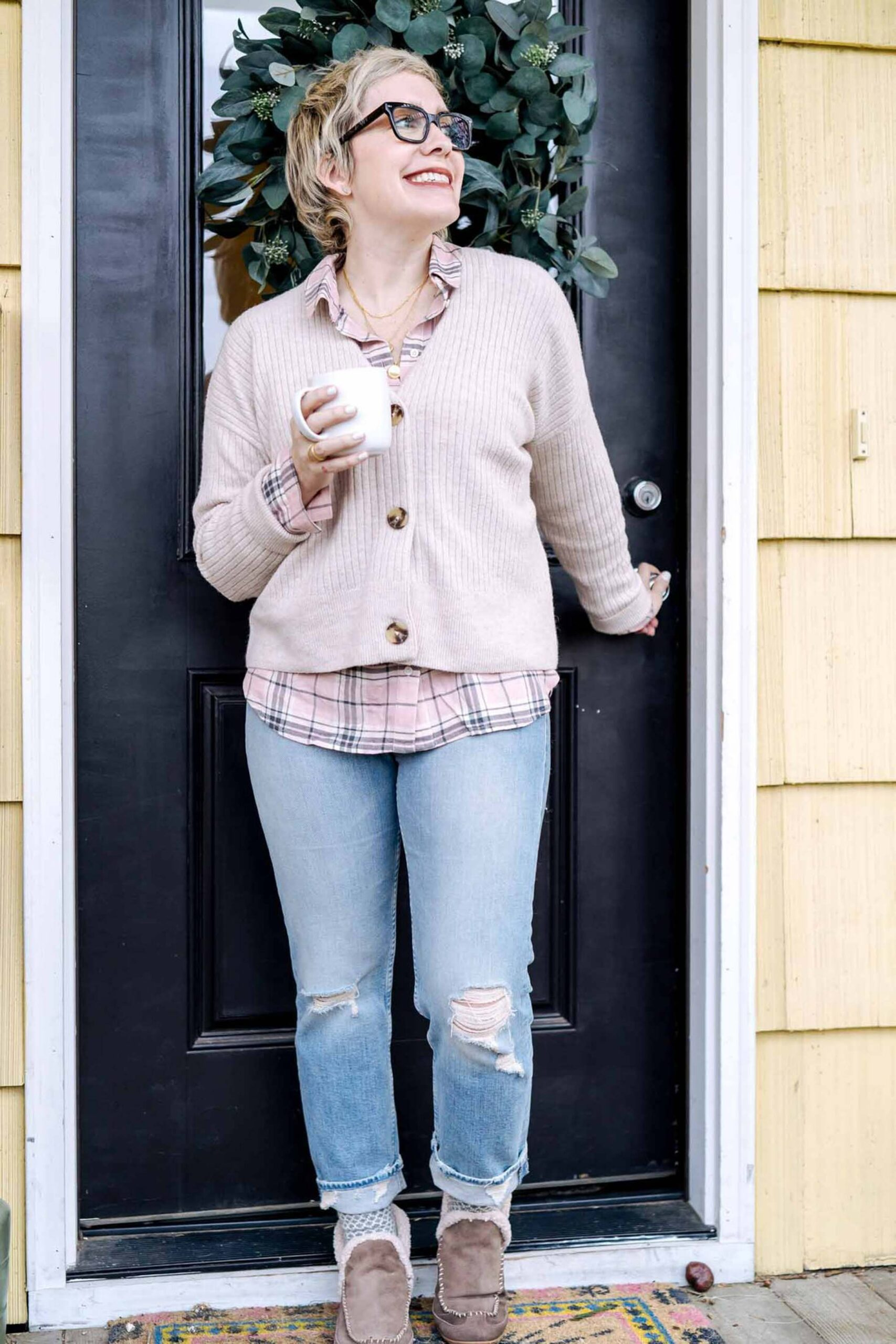 I kinda vibe w/ the whole mom jean/dad jean thing . And I weirdly LOVE a good snow boot. So why not combine them into an absolute LEWK?