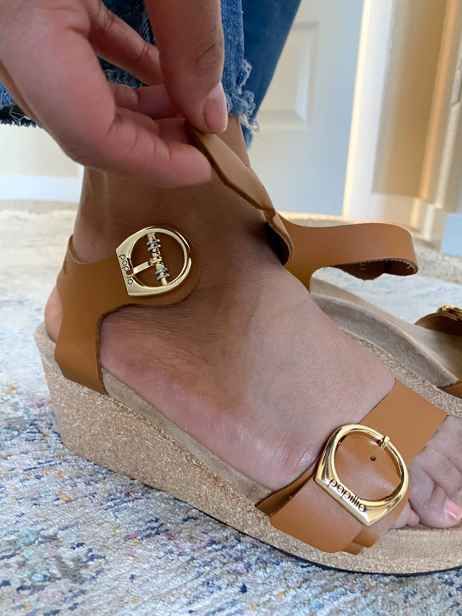 Sandals that are sexy & comfy? We found 6 pairs of Birkenstocks that all have varying levels of that va-va-voom sex appeal. Peep the try-on sesh.