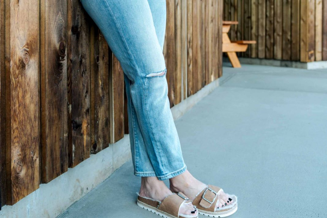 The sales are extra exciting this week (+ still going strong!!) Think high-quality denim, cute sneakers & sandals, loungewear + cute spring pieces.