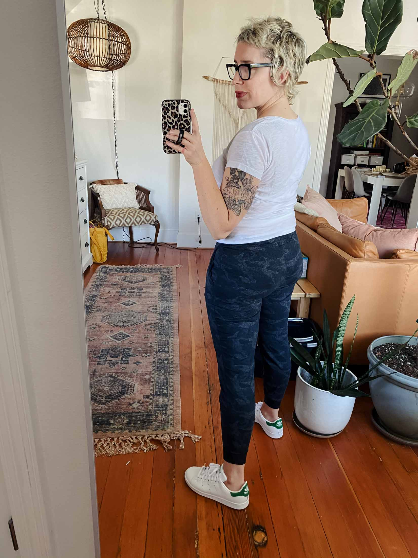 The Vuori Performance Joggers are insanely soft, they don't stretch at the knees, AND they're are short enough for petites. Let's check out 10 ways to style 'em.