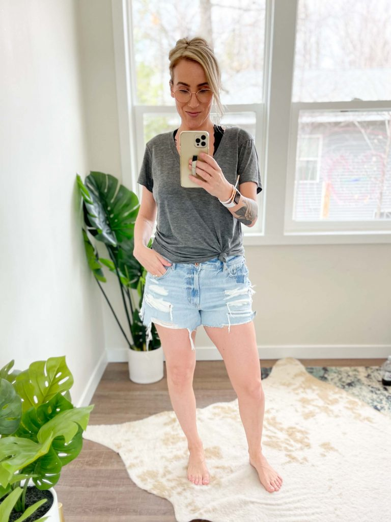 The dreaded denim shorts hunt has started again but this time I found 2 winners I LOVE. I'm talkin' fringe, distressed AND stretchy.