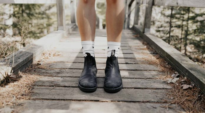 The best & most unexpectedly wonderful shoes for spring are a sweet pair of Blundstone original chelsea boots! They'll bring out your inner puddle-jumping kid, too.