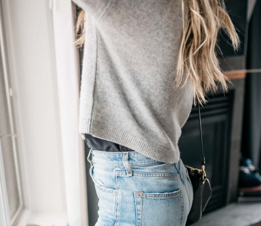 There's something about this sweater: the slightly dramatic sleeve, the soft color & fabric (oh hey, lightweight cashmere) + the cropped shape...unexpectedly special.