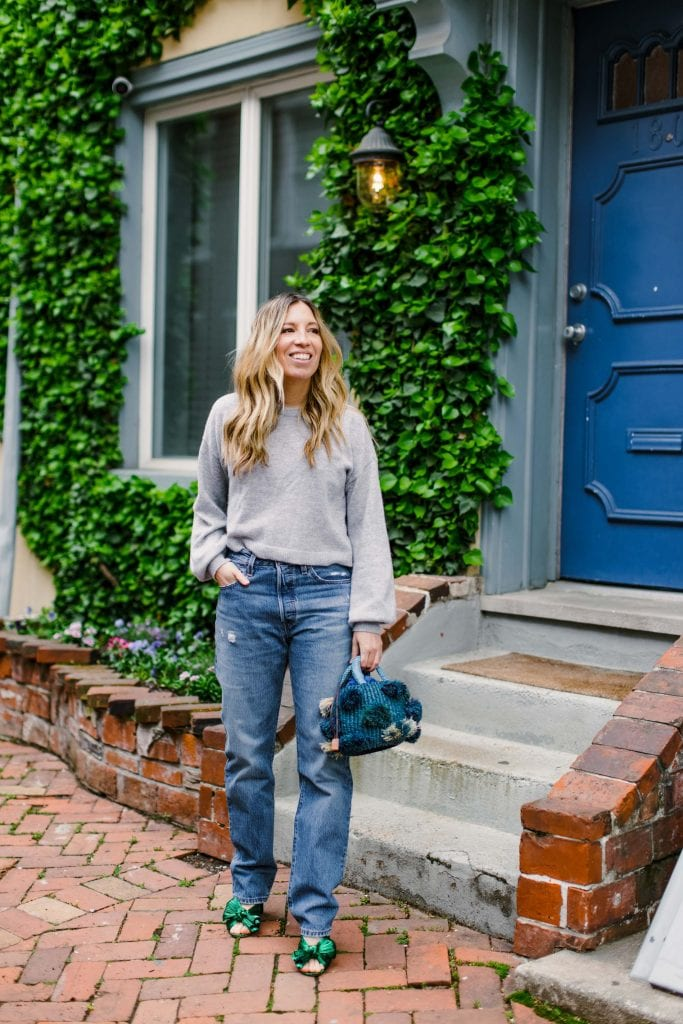 Levi's 501 straight-leg jeans: a hot topic. TME decided to put them to the test for a team try on. With good prices, sustainable practices & a range in lengths (regular, cropped and long) we've got you covered with our honest review