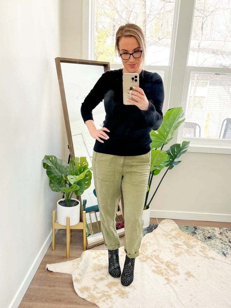 Coming in cute + in that sneaky neutral, army green, J.Crew Seaside Linen pants are comfier than joggers & cuter than jeans. 10 ways to style, inside.