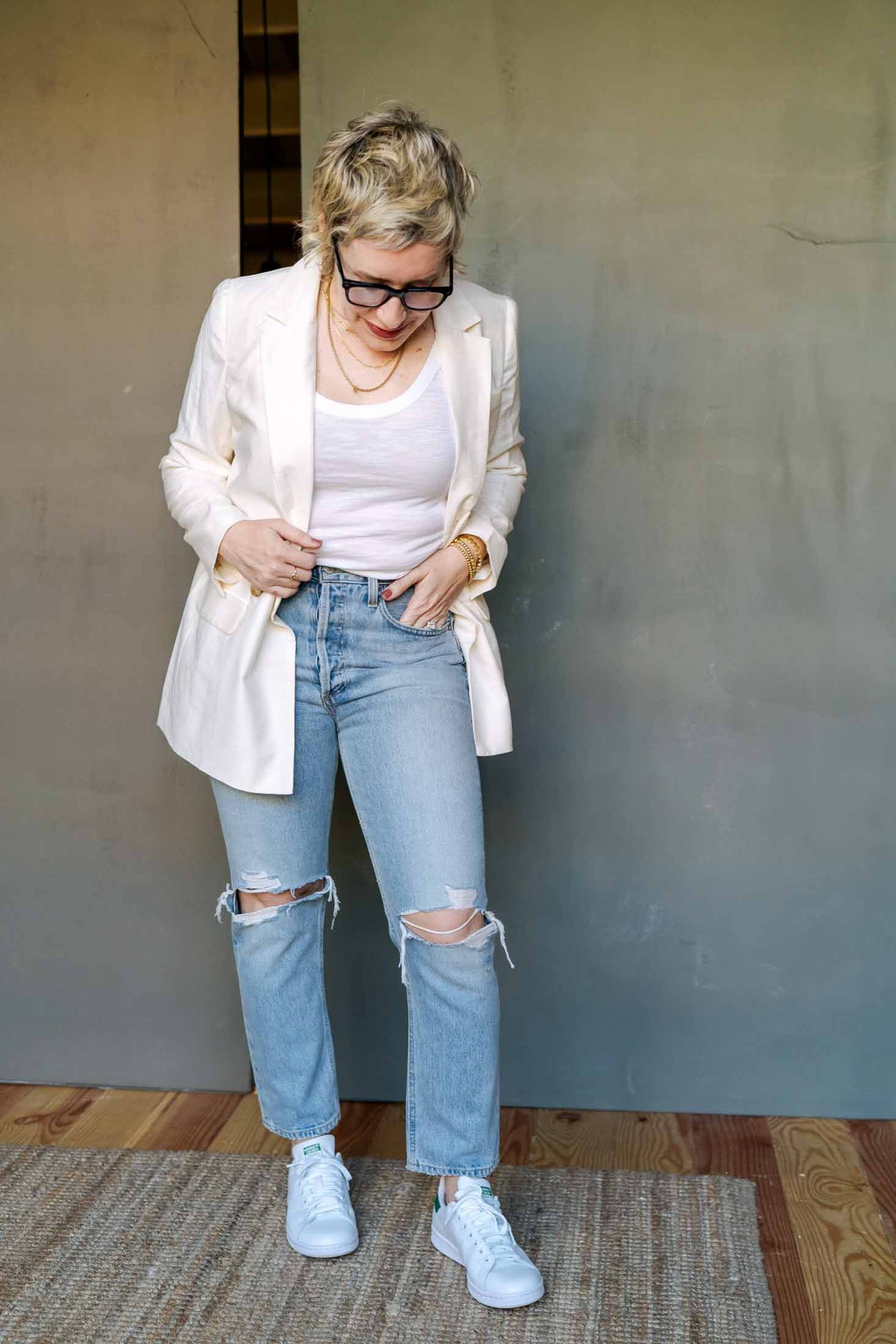 Simple + ultra-chic, the white blazer perfectly tops off ANY outfit. More polished than a jean jacket + more upscale than a hoodie, such a wardrobe staple!