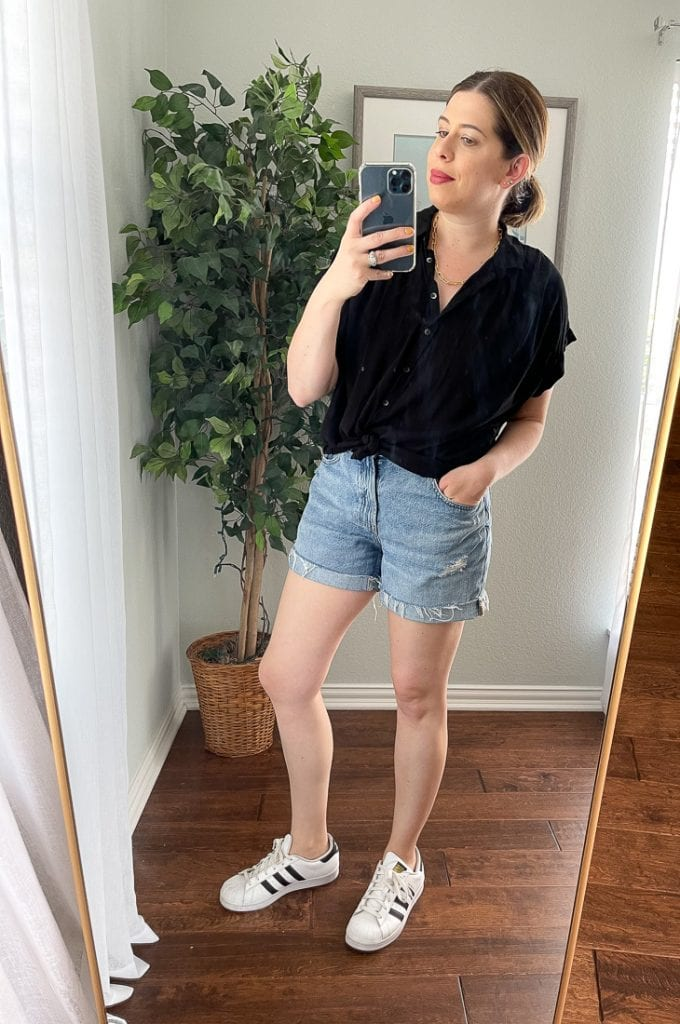 Everlane's Denim Shorts are ever-so-slouchy, giving them a lived-in feel + the distressing is minimal. For summer, I'm styling these jean shorts 5 fresh ways.