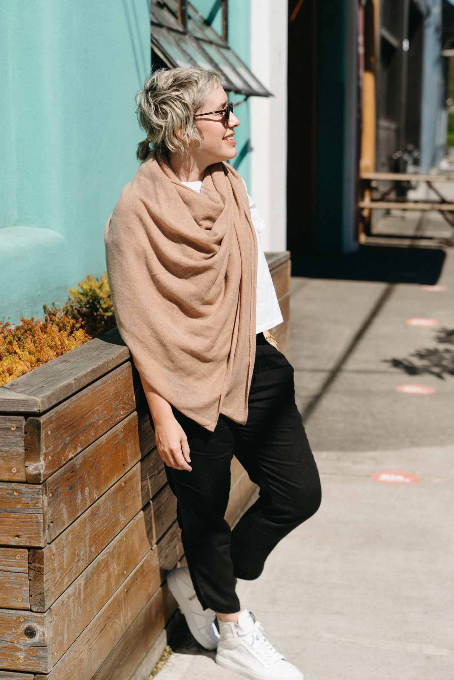 Light, airy & soft, Halogen's cashmere scarf is the perfect wrap for summer & travel. We're styling it 3 ways to layer just so.