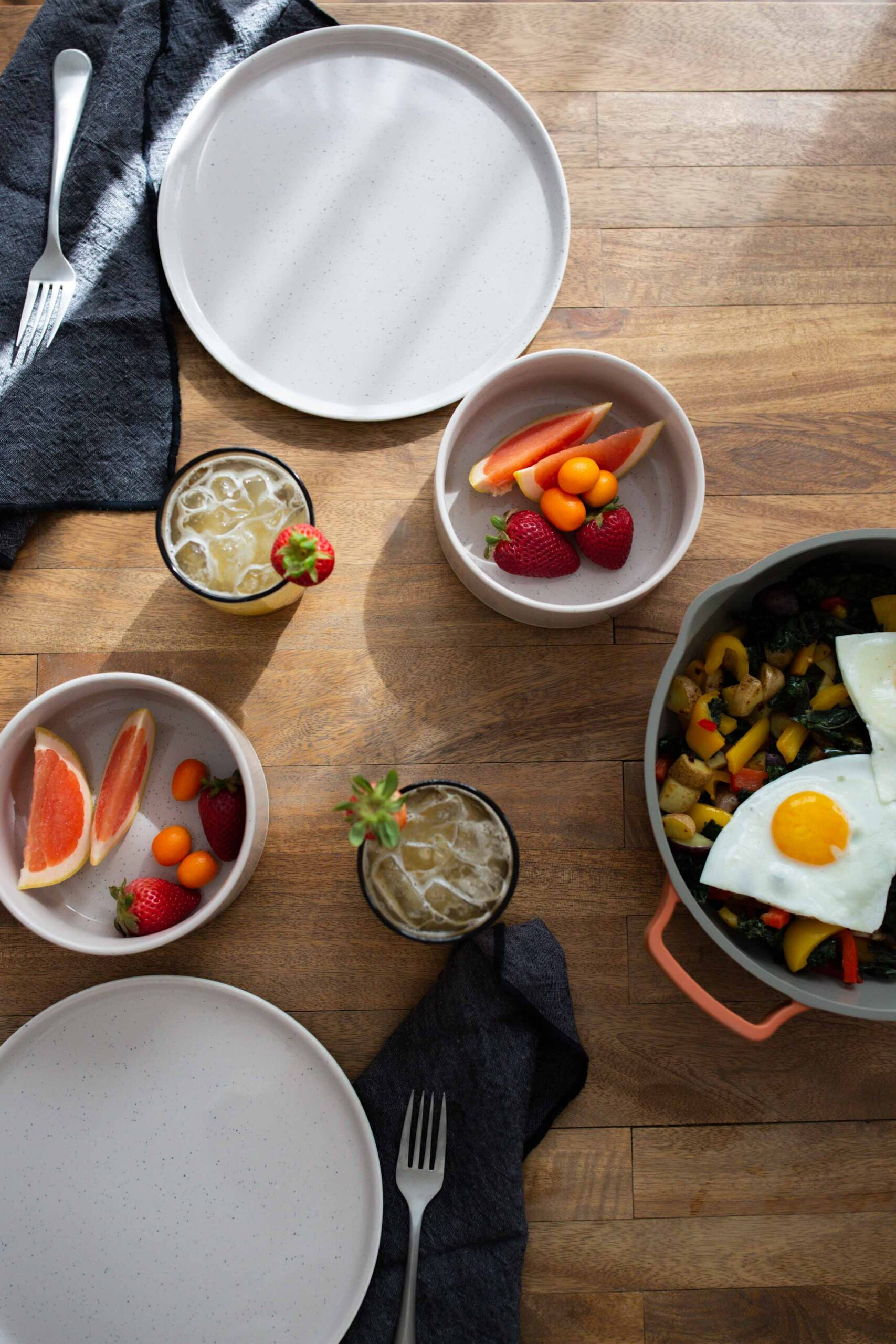 The Always Pan is gorgeous & our minimalist hearts feel like a pan that replaces 8 pieces of cookware must be too good to be true.
