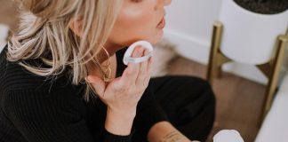Chantecaille is a luxe, science-based clean beauty brand dedicated to giving back (think environmental philanthropy.) The foundation is 1 of the best I've ever tried.