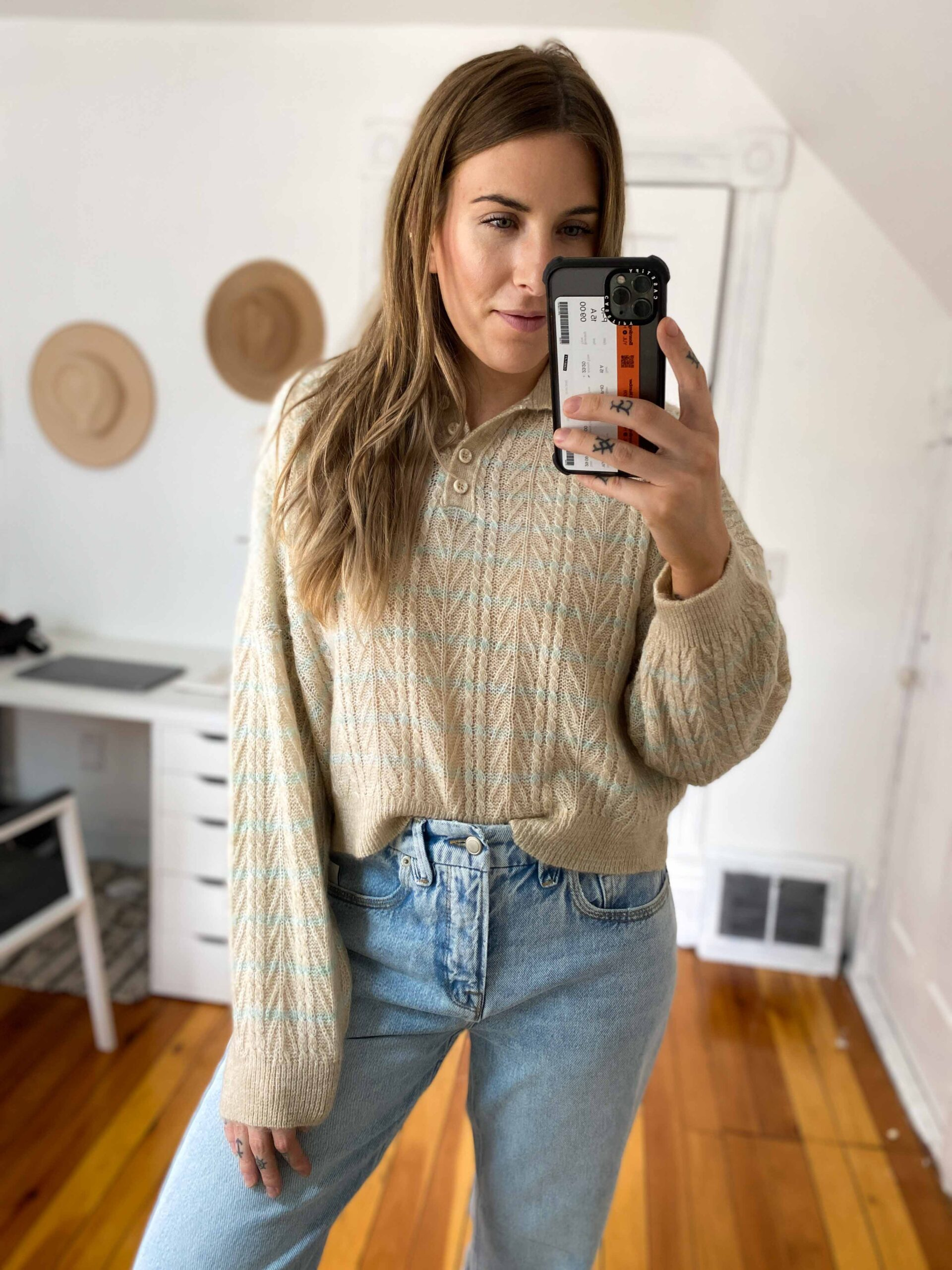 I appreciate a crop top moment + a laid-back baggy look, but it's healthy to keep some balance, ya know? Cute summer tops that hit at just the right spot for high-waist jeans.