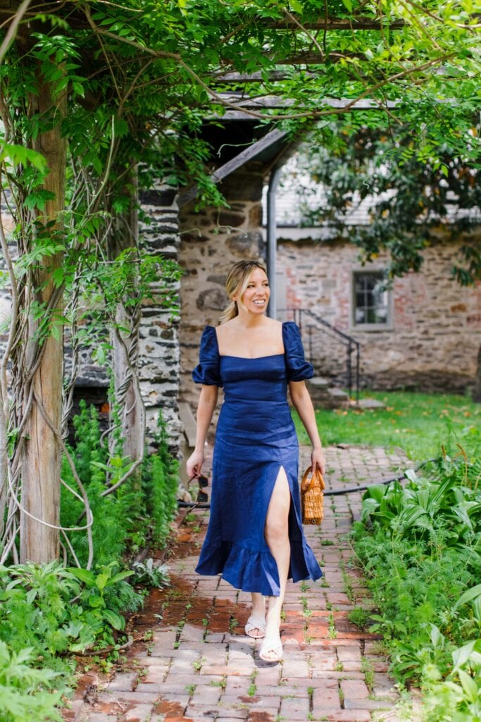 Not only are Reformation linen dresses chic, sexy & casual, but they're also sustainable & often available in plus sizes, too. Perfect for summer travel.
