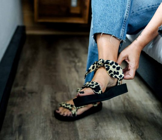A li'l collection of cute, walkable sandals. Platforms, wedges & flatforms with cushioned soles + an on-trend vibe...super-flattering on the leg, too.