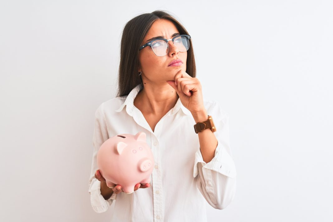 Getting divorced is a HUGE financial turning point. SO, a bit of a financial planning checklist for women in the process of a divorce. Budget, assets, credit & more.