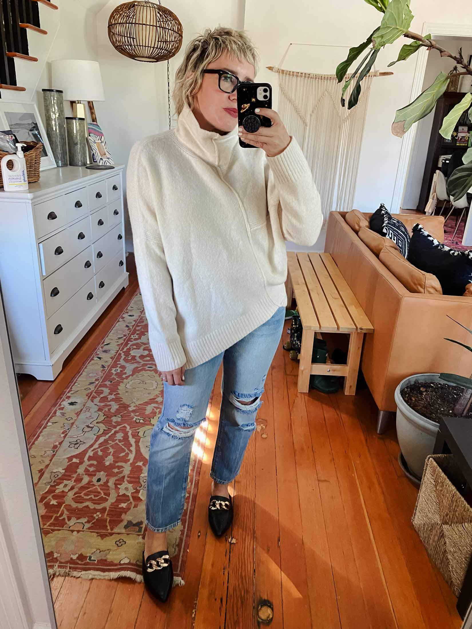 I adore a good cozy sweater, jeans and mules lewk. These are the FRAME Le Original jeans I had on my wishlist and they're great.