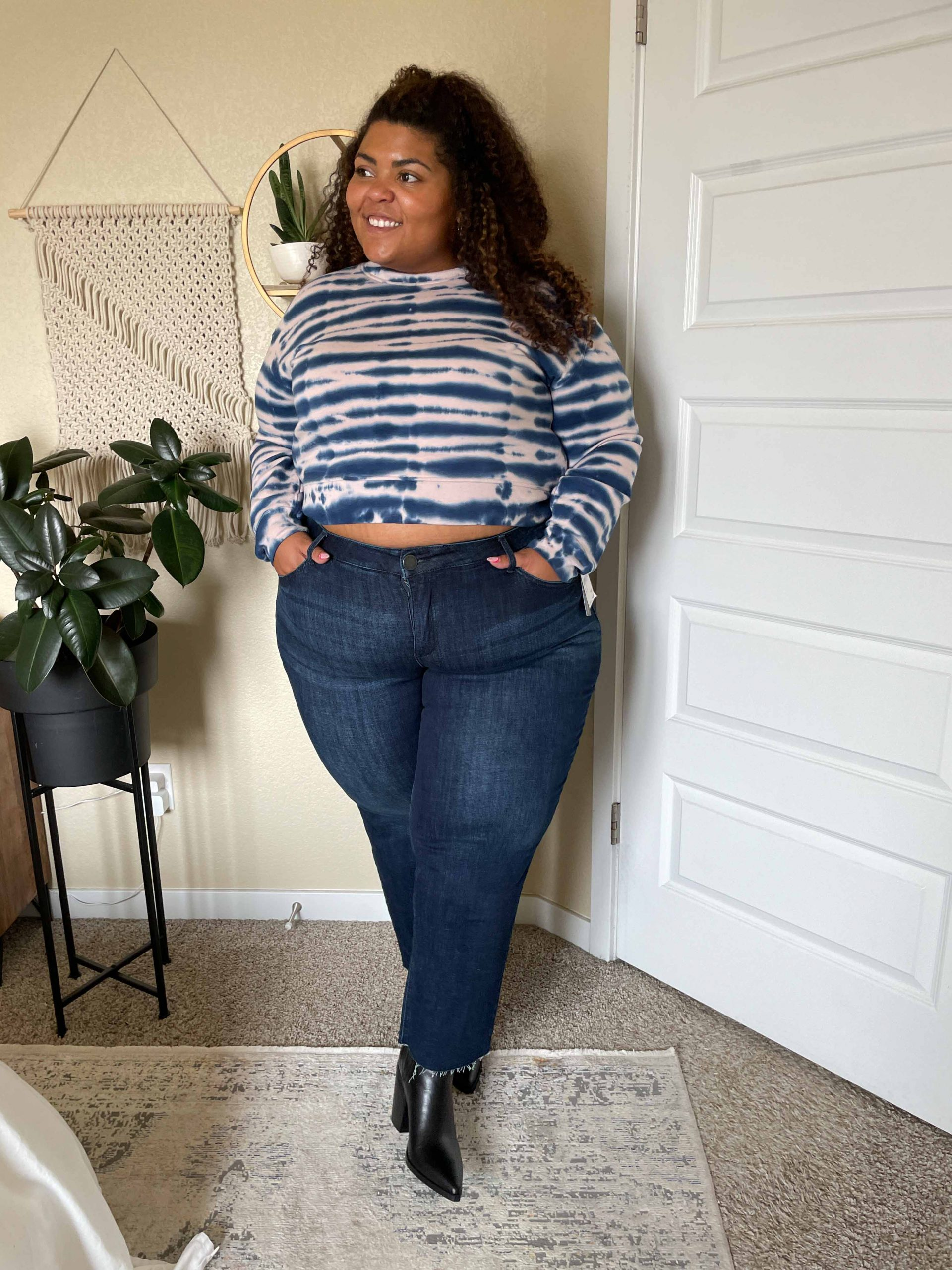 This RAILS top gives me all the mermaid meets zebra feels & I'm in love with it. I'm wearing a size L, but it goes up to an XXL! It pairs well with my favorite AllSaints bag.