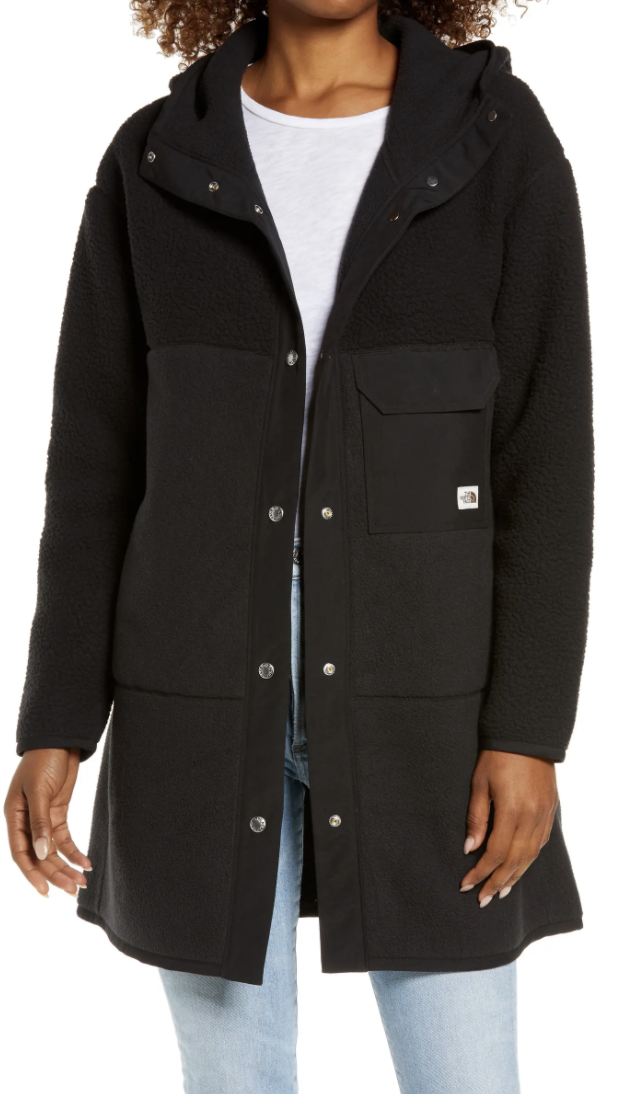 I am absolutely OBSESSED with this stylish and comfortable fleece jacket from North Face. Its made from 100% recycled fleece, retro-inspired details, and has a longer, parka length.