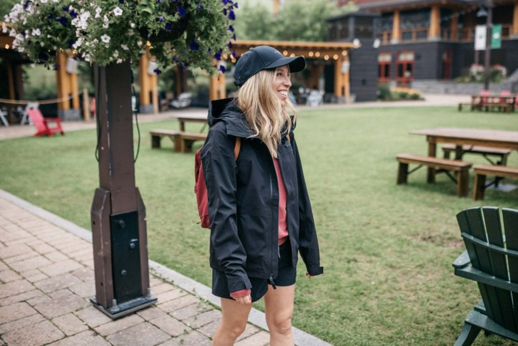 Hiking in near-constant drizzle is infinitely more comfortable when your legs stay dry. So when The North Face debuted a new version of my old Apex Flex jacket – 'Futurelight' — + a pair of waterproof hiking pants, I had to try.