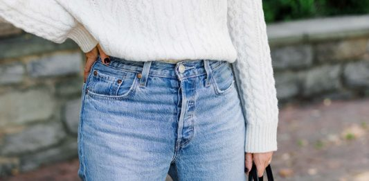 I need to be more specific than 'jeans & a sweater'. And since I'm wearing a ton of Levi's, I wanted to come up with an outfit formula for straight leg jeans.