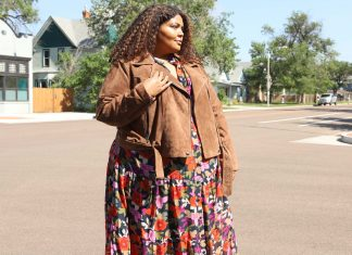 I'm typically not a floral gal, but when I saw this gorg dress, I knew that it had autumn vibes. This dress + the most delicious suede jacket ever = the perfect fall duo!