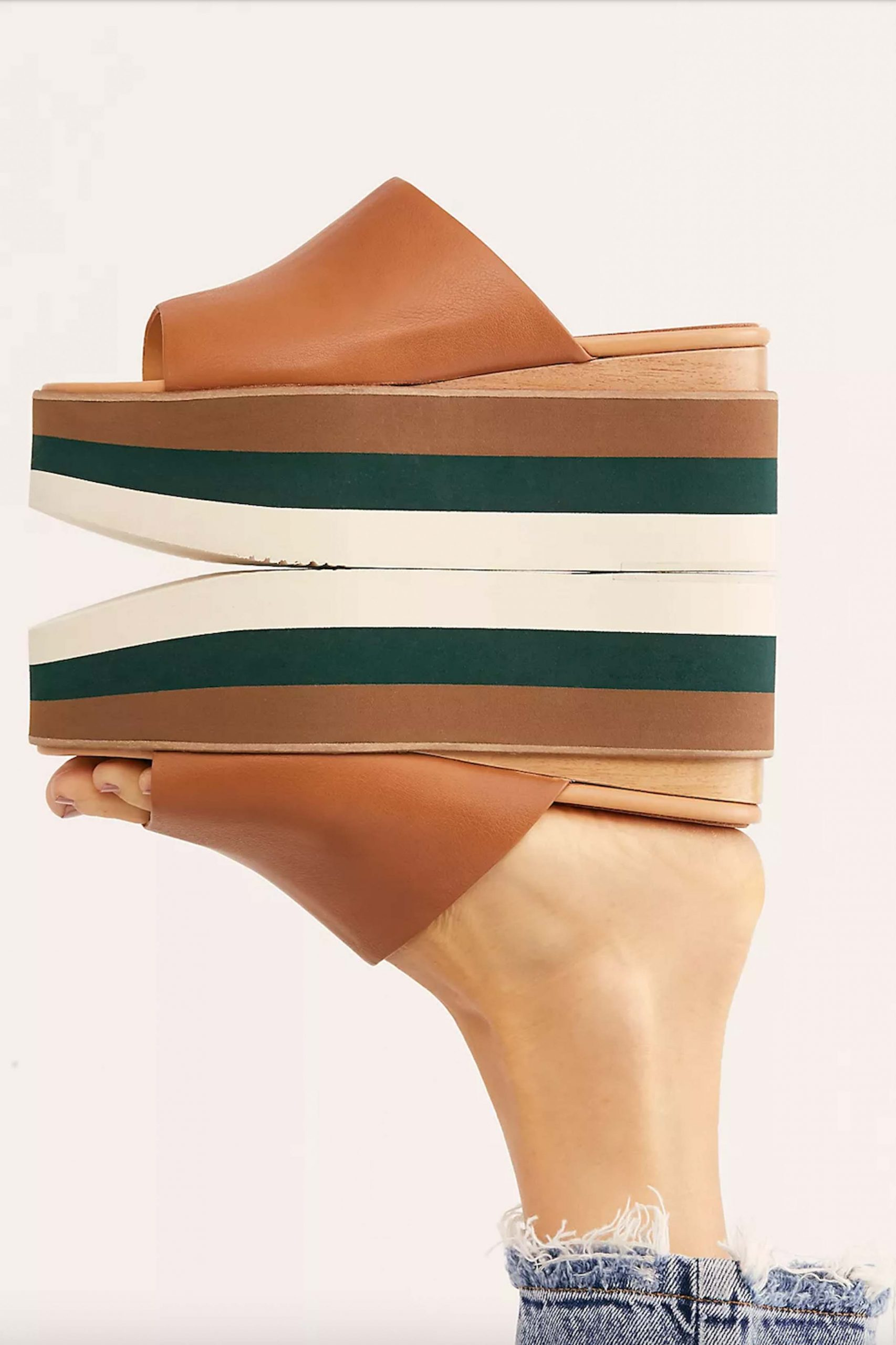 The Paloma Baceló Flatform sandals feature a gorgeous Spanish-made leather. They look effortless and luxe at the same time.