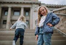 Kids want comfortable jeans too (imagine that) & we're pretty sure we found some winners at Osh Kosh B'gosh. Even the toddler is on board (& on-trend).
