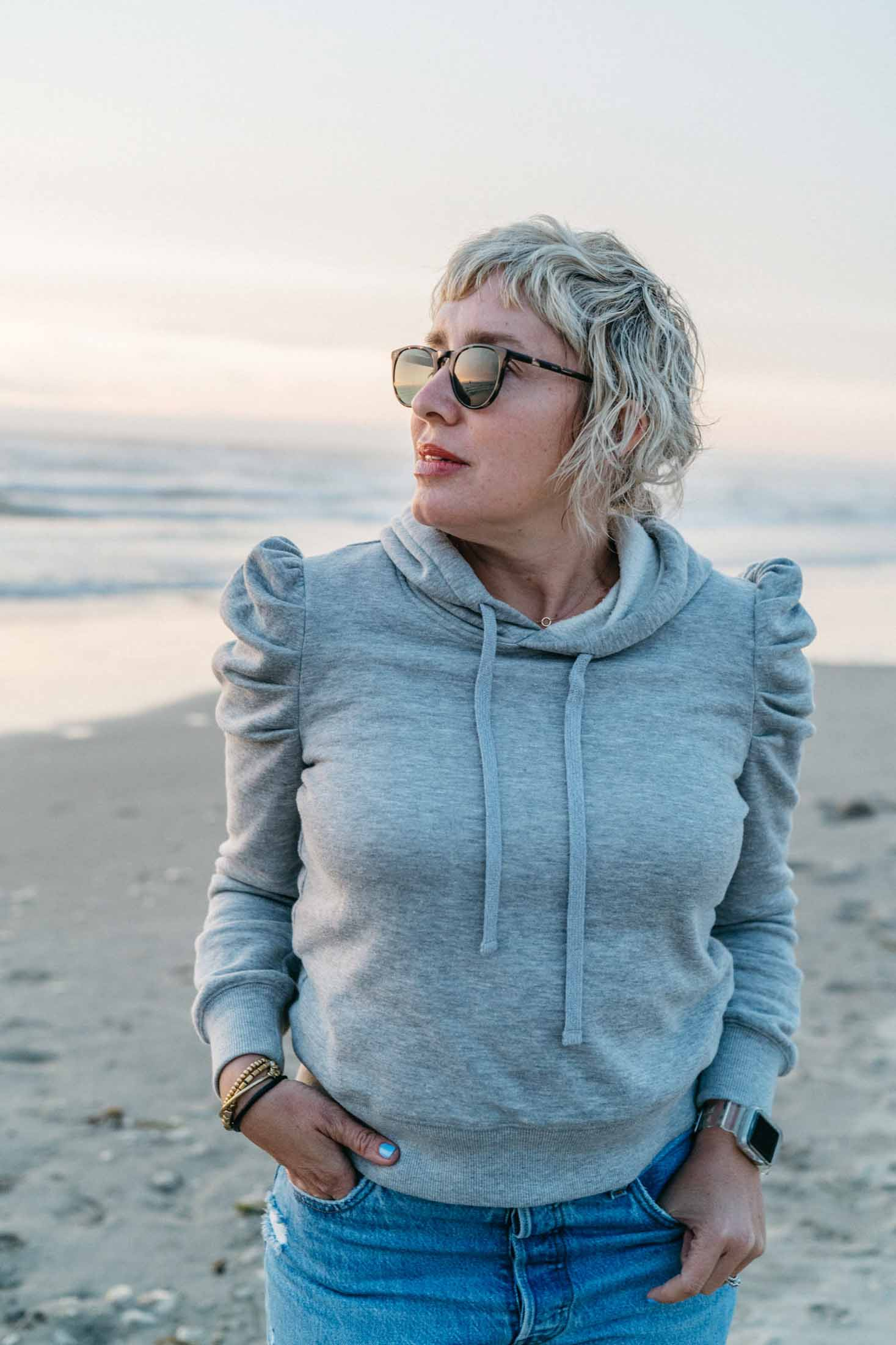 And I really mean heathered gray sweatshirts, ribbed gray sweaters, cool over-dyed gray tops. Spoiler alert: There are zero plain gray tees in this post.