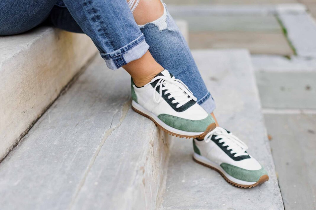 So many gorgeous options for that pop of green right now....so check out 5 easy & practical ways I'm incorporating green into my wardrobe.