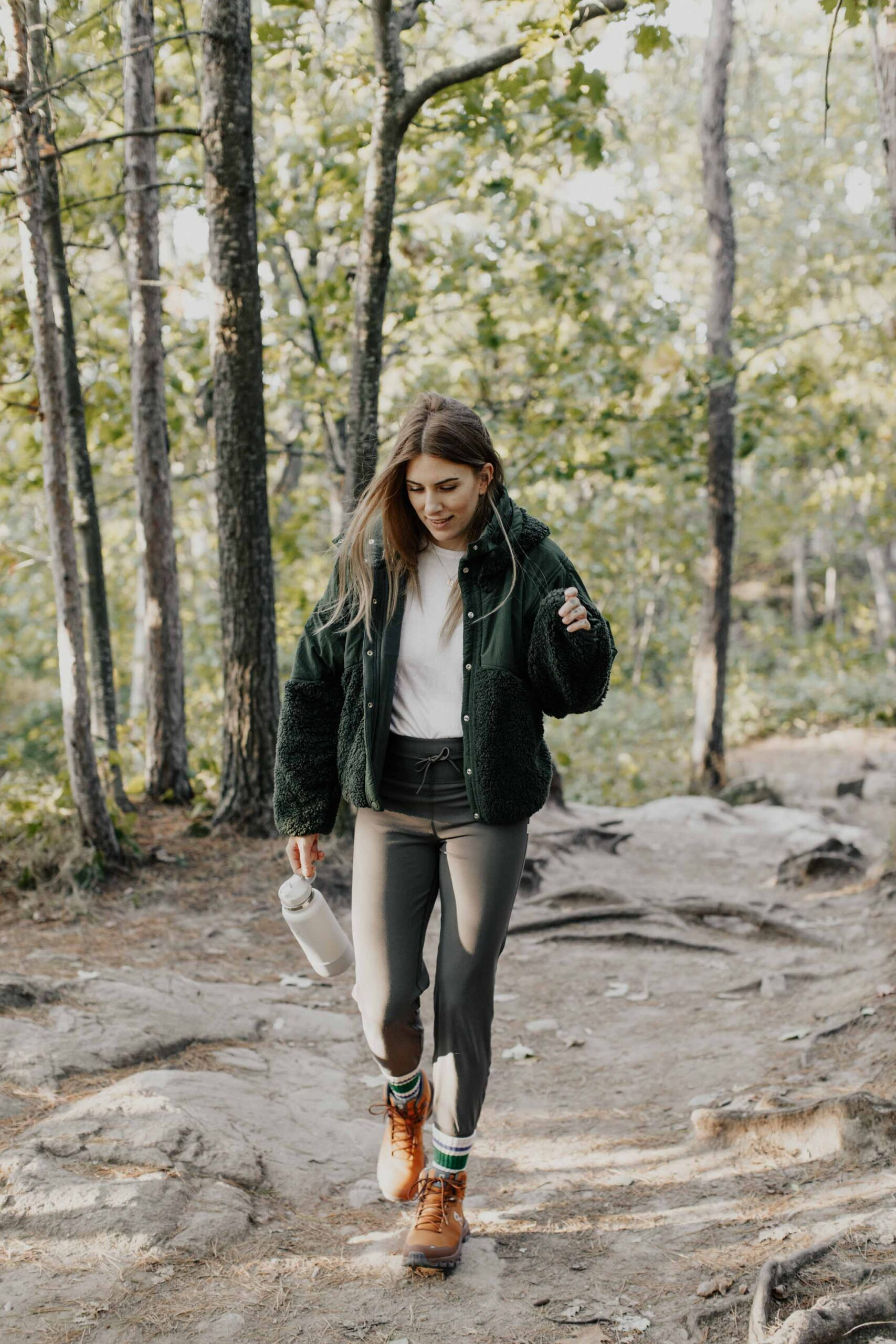The best way to keep hiking outfits easy & cute is by starting with a pair of leggings & a trusty pair of boots. Then I top it all off with a light tee & fleece jacket.