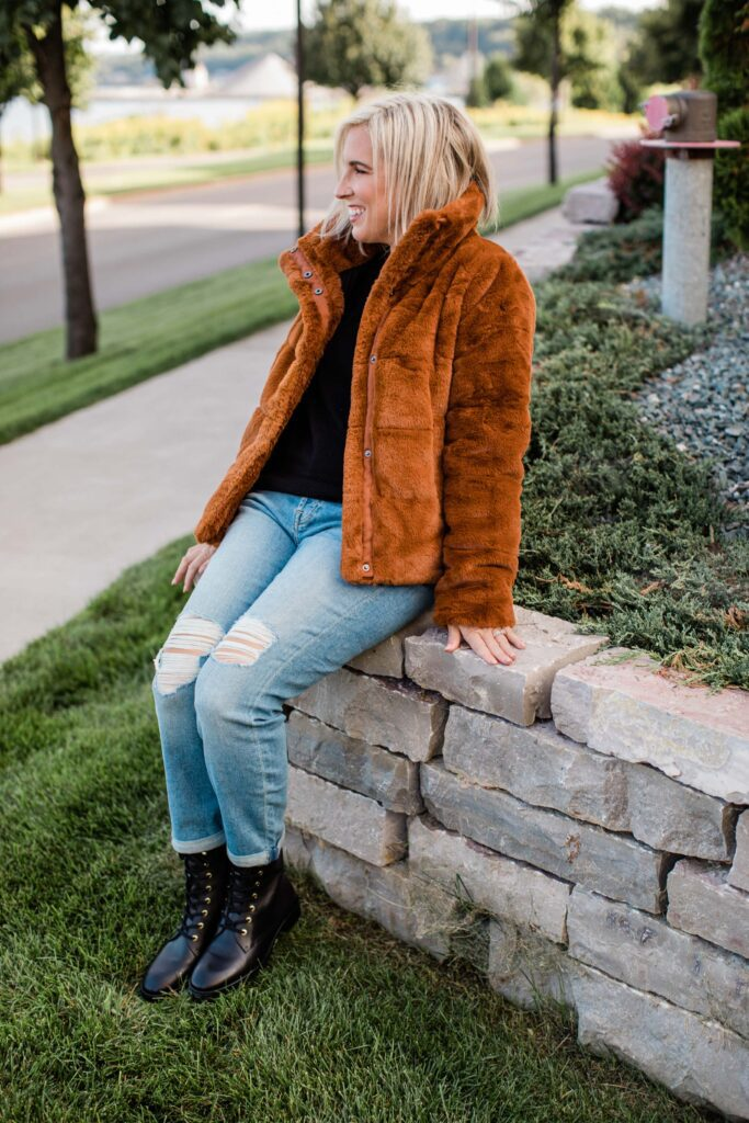 """I know baggy jeans & combat boots are """"a thing"""" right now, so in order to stay true to my own style, I had to glam it up a bit. These 5 pieces are versatile, comfortable + perfect for fall."""