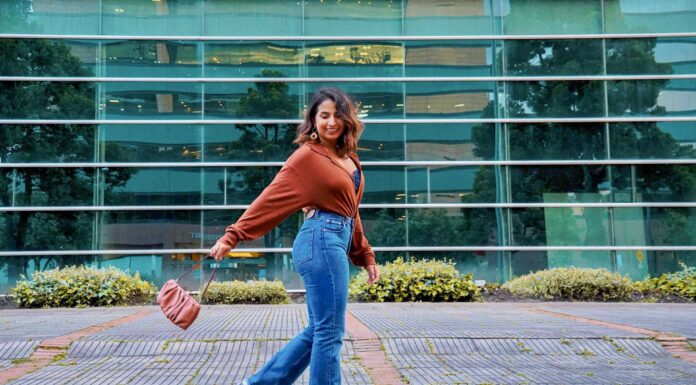 Not only are bootcut jeans flattering on every body type, but it seems like this style is going to be the next big thing. I couldn't be more thrilled that bootcut jeans are back!