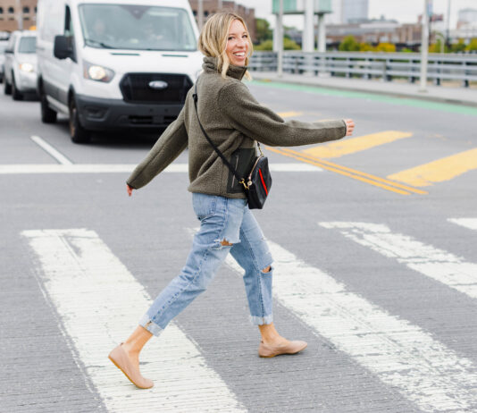 So this outfit isn't anything ground-breaking, it just happens to be a cute twist on my usual fall outfit formula & is made of mah usual 4 pieces (featuring my fave Levi's 501s.)