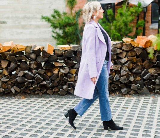Lilac coats instantly take my usual fall uniform (black sweater, jeans) in a really feminine direction. This shade of purple is pretty, on-trend & really easy to wear.